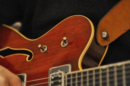 como aprender a tocar escalas en la guitarra