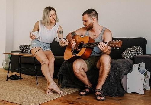 canciones románticas para tocar en guitarra pareja